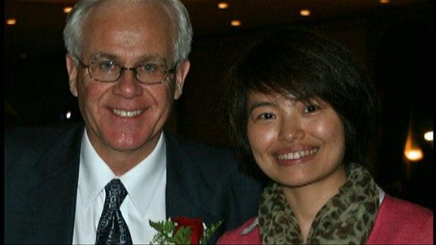 Le député Bob Dechert et Rong Shi