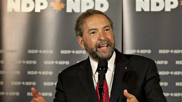Thomas Mulcair répond aux questions des médias à l'ouverture du caucus présessionel du NPD, le 13 septembre 2011.