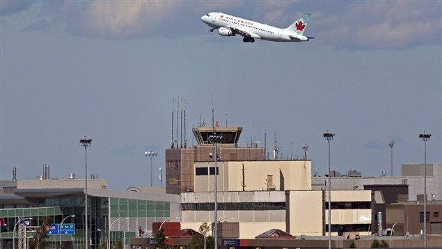 Un appareil d'Air Canada à l'aéroport d'Halifax