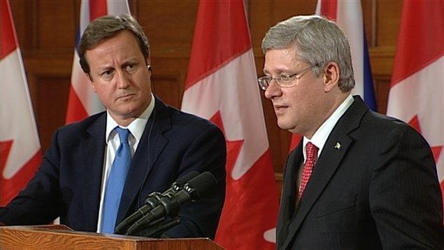 Le premier ministre britannique David Cameron et son homologue Stephen Harper.