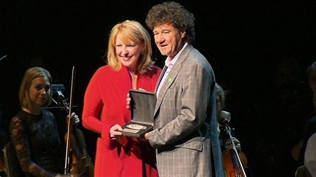 La ministre de la Culture Christine St-Pierre et Robert Charlebois.