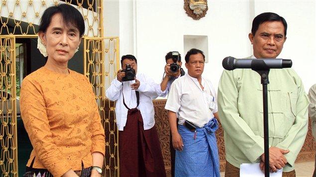 Aung San Suu Kyi a rencontré vendredi le ministre du Travail et de la Sécurité sociale, Aung Kyi.