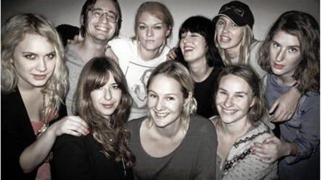 Lina Thomsgård (au centre) avec des amis