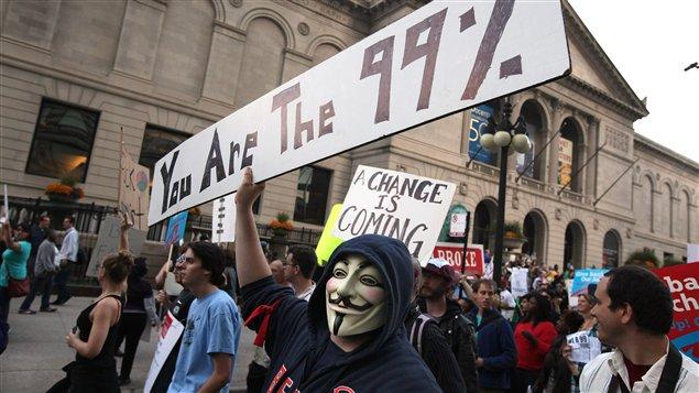 La coalition Chicago debout s'inspire du mouvement Occupons Wall Street pour protester contre les inégalités économiques américaines.