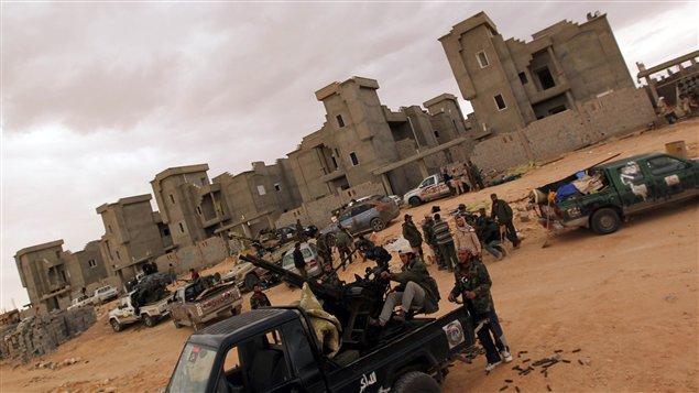 Les forces du CNT soutiennent avoir pris l'aéroport de Bani Walid.