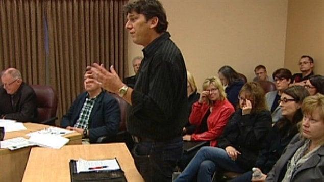 Des parents ont tenté de convaincre la commission scolaire Sturgeon, au nord d'Edmonton, mercredi soir pour abolir la récitation de la prière dans leur école publique.