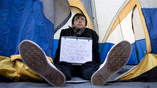 Indigné vancouvérois dans sa tente.