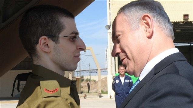 Benyamin Nétanyahou rencontre Gilad Shalit.