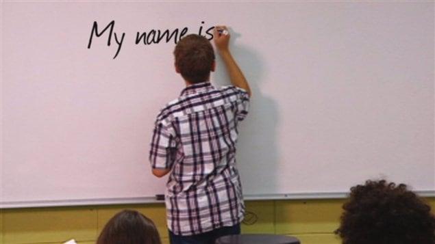 Un élève écrit au tableau