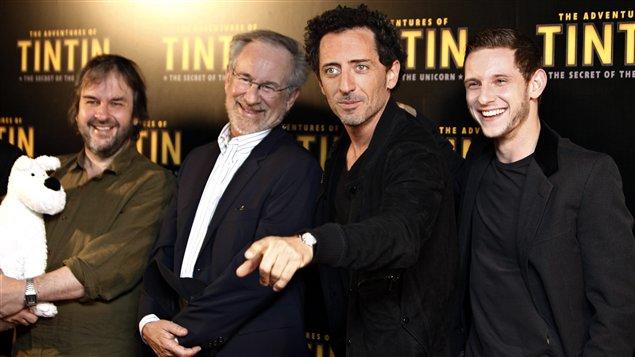 De gauche à droite : Les cinéastes Peter Jackson et Steven Spielberg, l'acteur français Gad Elmaleh et l'acteur britannique Jamie Bell, qui incarneront respectivement Omar Ben Salaad et Tintin (juillet 2011).