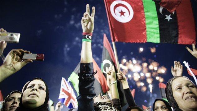 Des Libyens célèbrent la libération dans la capitale Tripoli