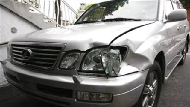 La voiture de marque Lexus de la famille Shafia a des traces d'impact qui correspondent à celles sur l'autre voiture, la Nissan, retrouvée dans le canal Rideau, a indiqué un expert en reconstitution de scènes d'accident de la Police provinciale de l'Ontario (26 octobre 2011).