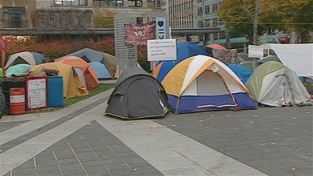 Les occupants ont déplacé leurs tentes.