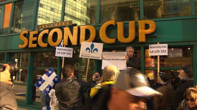 Manifestation pour dénoncer le recul du français à Montréal.
