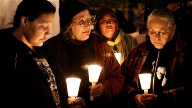 Des Autochtones tiennent une veillée à la bougie en mémoire de femmes disparues (archives).
