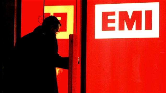 La porte d'entrée d'un bureau d'EMI, à Londres.