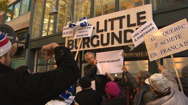 Manifestation pour dénoncer le recul du français dans les commerces de Montréal, le 5 novembre 2011.