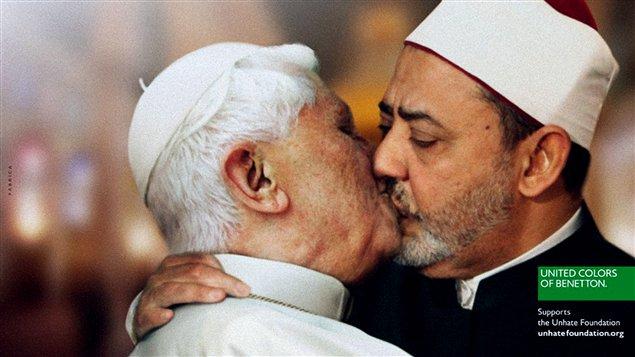 Benetton a retiré de sa campagne l'affiche montrant le pape Benoît XVI embrassant sur la bouche l'imam de la mosquée Al Azhar.