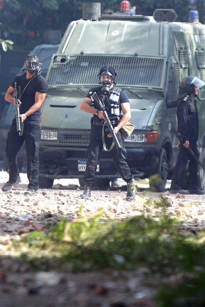 La police égyptienne aux abords de la place Tahrir.