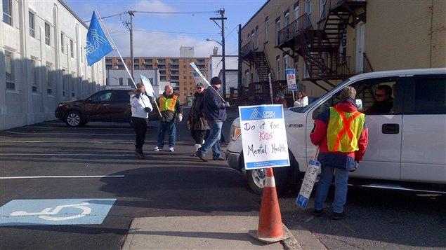 Les 83 employés du Centre de l'enfant et de la famille de Sudbury sont en grève