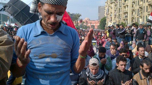 Lors de la prière, place Tahrir