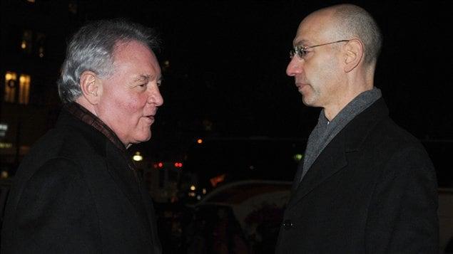 Peter Holt, le propriétaire des Spurs de San Antonio, et Adam Silver, directeur des opérations de la NBA