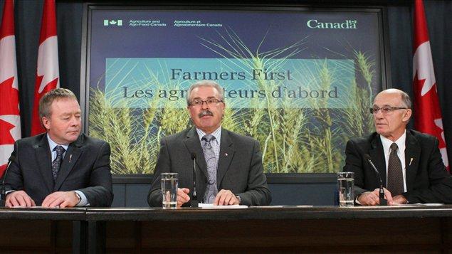 Evan Berger, Gerry Ritz et Bob Bjornerud étaient à Ottawa pour la lecture du projet de loi sur l'abolition du monopole de la CCB.
