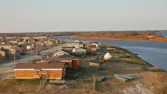Attawapiskat, une communauté de près de 2000 habitants située sur la côte ouest de la baie James