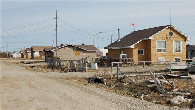 La communauté vit une grave pénurie de logements