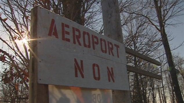 Les citoyens s'opposent au projet de piste d'atterrissage à Neuville