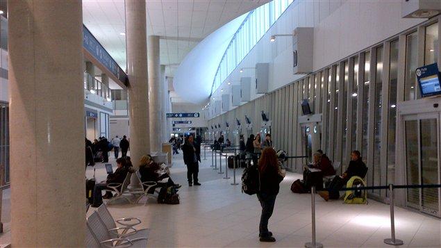 Vue intérieure de la nouvelle gare d'autobus.