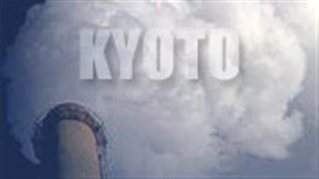 Le Canada se retire du protocole de Kyoto.