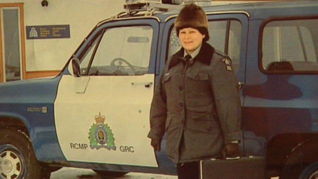 L'ancienne policière Marge Hudson affirme avoir été victime de harcelèment sexuel et de racisme au sein de la GRC.