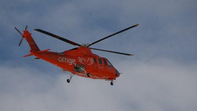 Un hélicoptère Ornge en vol vers Sudbury