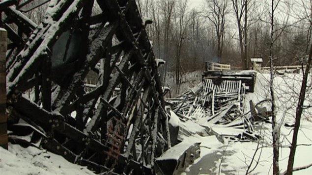Le pont de bois Brabant-Philippe a été la proie des flammes le 30 décembre 2011 (archives).