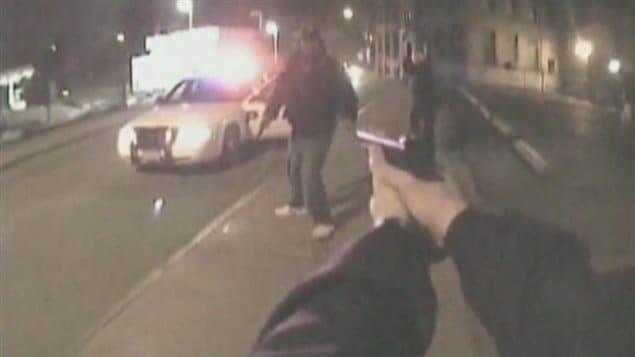 Des caméras sont installées sur des policiers dans certaines villes américaines.