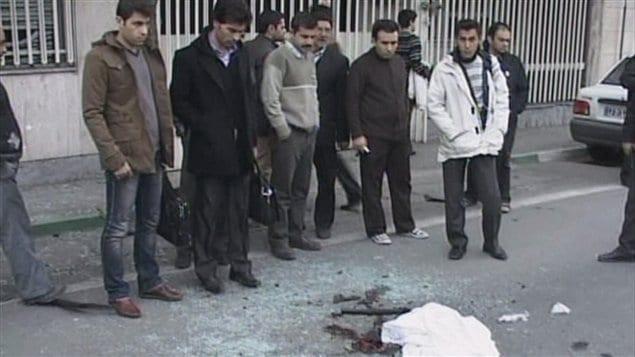 Un scientifique nucléaire est tué dans l'explosion d'une bombe près de l'Université de Téhéran, en Iran.