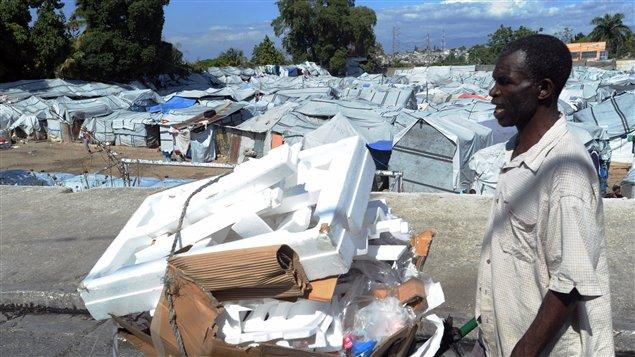 Deux ans après le séisme, un demi-million d'Haïtiens vivent toujours sous les bâches.
