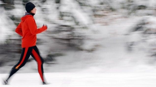 Un joggeur l'hiver