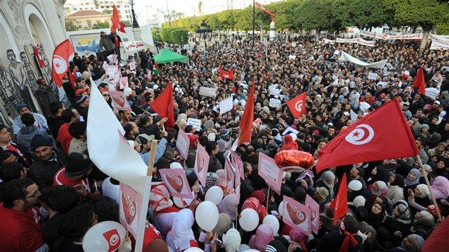 Des milliers de personnes se sont réunies à Tunis pour souligner le premier anniversaire du départ de l'ex-président Ben Ali.