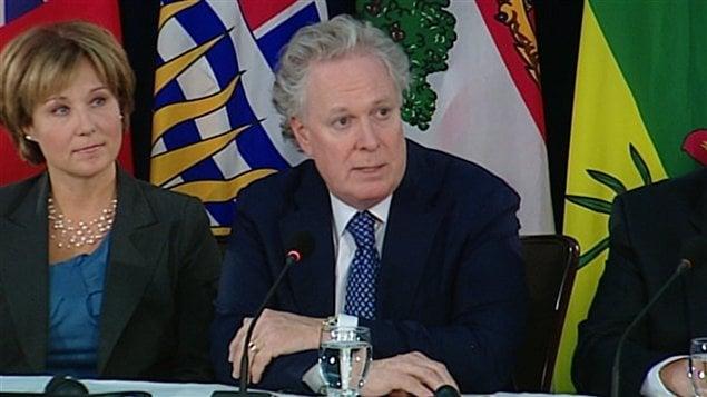 Le premier ministre du Québec, Jean Charest, au côté de son homologue de Colombie-Britannique, Christy Clark