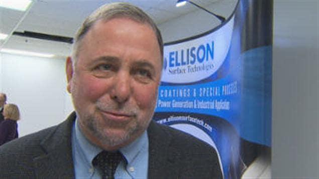Le député de Brome-Missisquoi, Pierre Paradis, à la conférence de la venue d'Ellison Surfaces Technologies à Bromont.