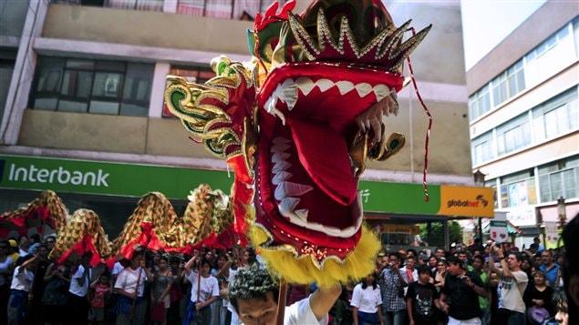 Les membres de la communauté chinoise célèbrent le nouvel an au Pérou.