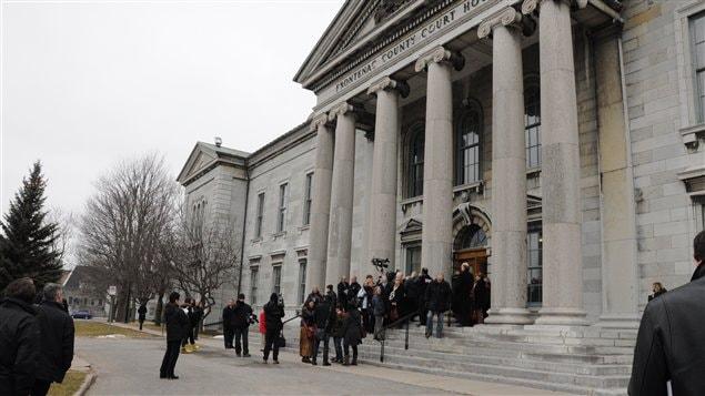 Le palais de justice de Kingston a été évacué en raison d'un problème de sécurité.