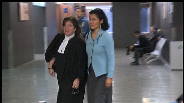 Mitra Javanmardi en compagnie de son avocate.