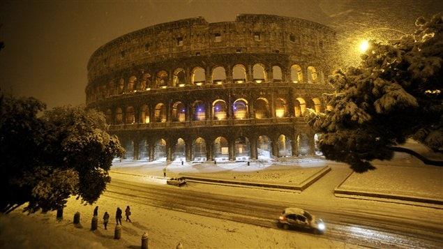 Le Colisée de Rome sous la neige