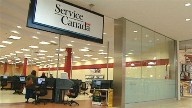 Des pratiques abusives ont été relevées dans deux cas d'embauche impliquant une ancienne directrice dans des bureaux de Service Canada au Manitoba.