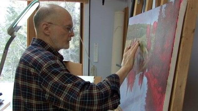 Ralph Robert Carmichael peint toujours dans sa résidence d'Echo Bay dans le Nord de l'Ontario