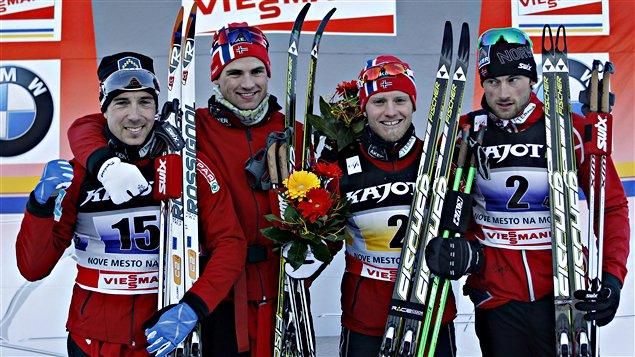 Le relais gagnant chez les hommes: Eldar Roenning, Niklas Dyrhuag, Martin Johnsrud et Petter Northug.