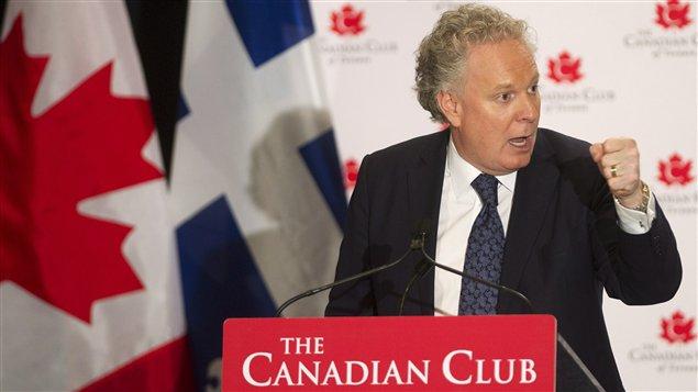 Jean Charest devant le Canadian Club de Toronto